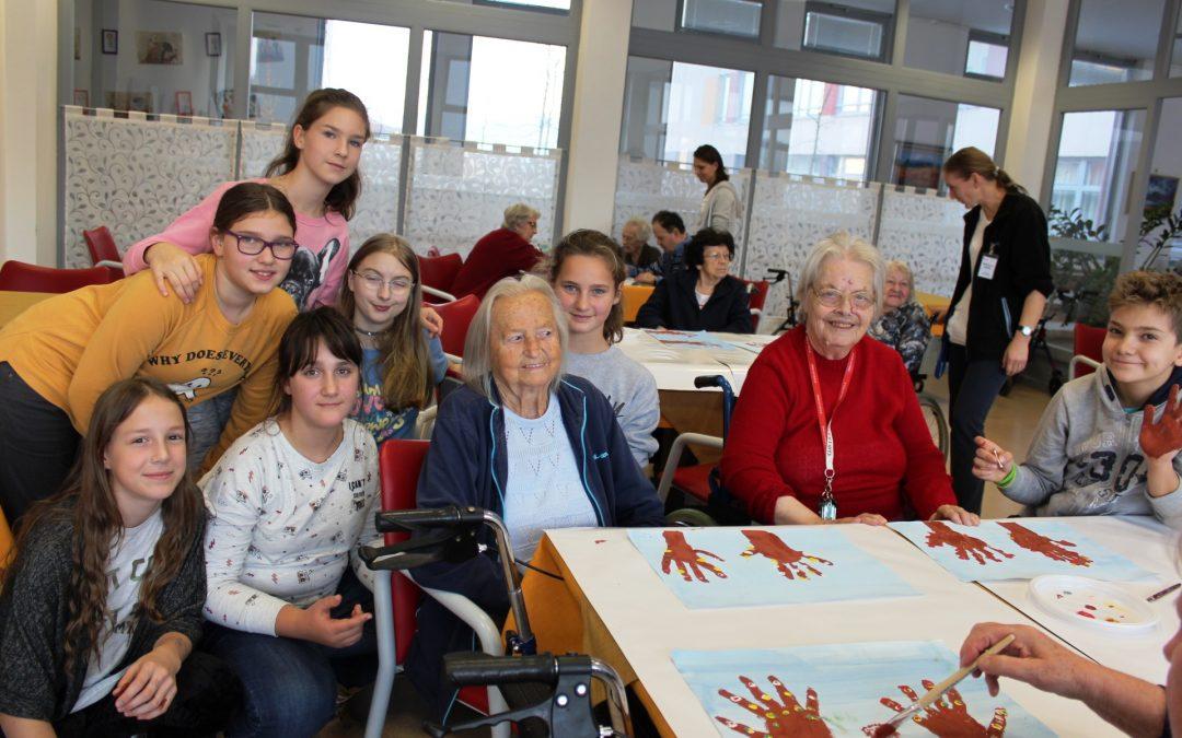 Prostovoljci na obisku v centru starejših v Notranjih Goricah